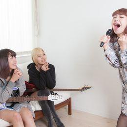 俺たちの仲は不滅! 友達とのカラオケで歌うと友情を感じられる曲8選