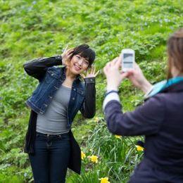 自撮りやプリクラで! 現役女子大生が写真を撮るときに使うポーズ21選