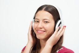 人気のJ-POPランキングTop50! カラオケで盛り上がる定番のポップソングといえば?