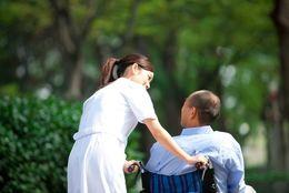介護福祉士になるには? 仕事内容と試験について知ろう