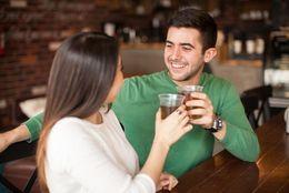 男女でのサシのみはデート? それともただの飲み? 男子大学生の6割が……