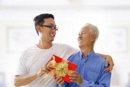 今年の父の日にお祝いをする予定の大学生は33.3% 人気のプレゼント&予算Top5