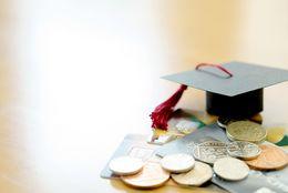 奨学金を借りている大学生の6割が返済に不安を感じていると回答「不景気になるかも」