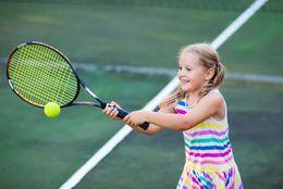 【バイト体験談】テニススクールでのコーチのバイトって? 仕事内容とやりがい【学生記者】