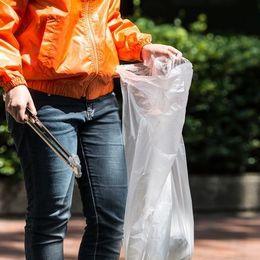 【バイト体験談】日雇いだからその場でもらえる! 街中でのゴミ拾いバイトって?【学生記者】