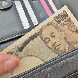 財布にはいつも最低いくら現金を入れておきたい? 大学生の平均は