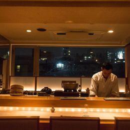なぜ鮨職人の道へ? 西麻布の高級鮨店「きたむら」板長兼オーナーの北村淳さんにインタビュー!
