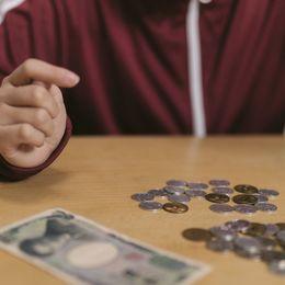 大学生のお財布事情! 一ヶ月の出費で一番お金をかけているもの&節約しているものTop10