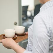 【ビジネスマナー】覚えておきたい正しいお茶の出し方