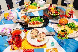 夏休みにオススメ!「トイ・ストーリー4」の世界観を楽しめるポップなスペシャルカフェに女子大生が潜入!