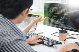 プログラミングはスクールに通うべき? それとも独学? 挫折しないためのポイントを紹介