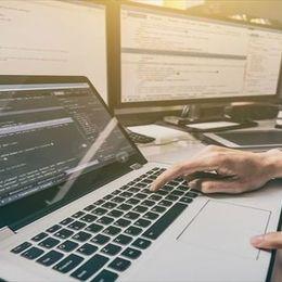 プログラミングスクールからいきなりフリーランスになれる? 独立や副業について解説