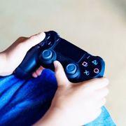 PS4動画でモザイクをかけたい! ぼかし処理やステッカーなど隠すワザを解説