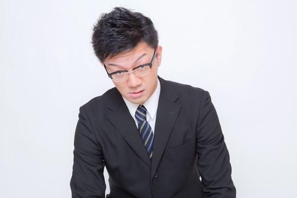 「全否定」「頬杖」…。圧迫面接の裏にある企業の意図とは? なぜやるの?