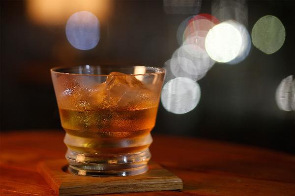 【知ってた?】ウイスキーの「茶色」は樽の焦げだった