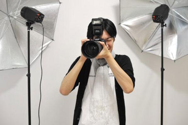 【撮られテク】 アゴを引き過ぎると「自信なさげ」に!?写真写りを劇的に変える方法
