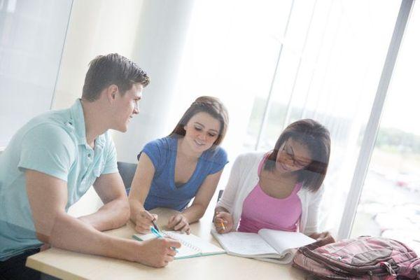 授業のノートは手書き派vs.タイプ派?試験の成績が良かったのは◯◯