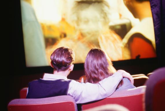 映画館で月1回以上映画を観る学生は15%。映画館の魅力って?
