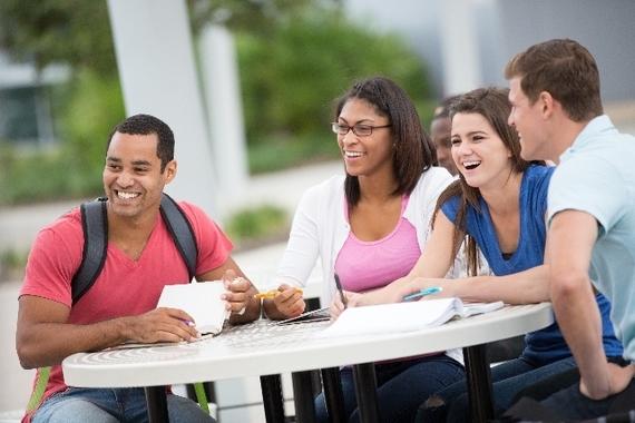 友達と時間割を共有できる!大学生必見アプリ「すごい時間割」とは?