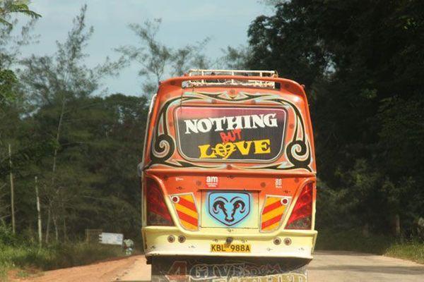 ブラジルのバスには「話し相手が必要な人」のための座席がある!