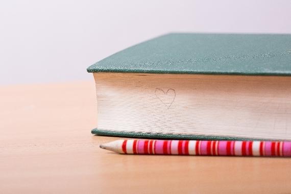 【Q&A】大学の教科書ってめちゃくちゃ高いですよね。教科書って買わないといけないんですか?
