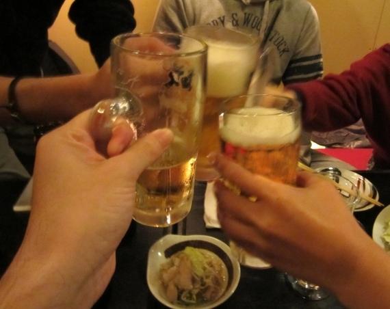 【Q&A】お酒についてです。お酒が強くないのに、飲み会で先輩にコールをたくさん受けて断れません。上手な断り方を教えてください。