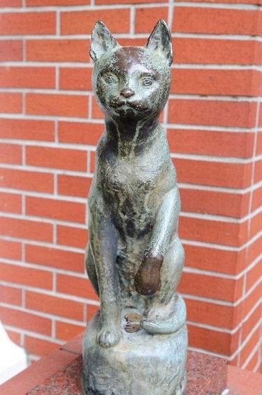 【Q&A】大隈重信先生の銅像を触るとたたりがあるって本当ですか?