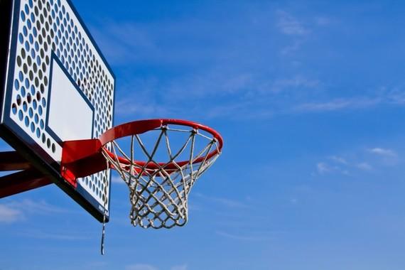 【Q&A】僕は大学でもバスケをしたいと考えています。でも、お金も貯めたいのです。サークルと部活、どちらに入部したらいいと思いますか。