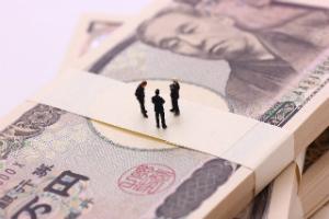 今年の新社会人が期待する30歳時の年収は500万円! 「そのくらいはないと」「平均より上でいたい」
