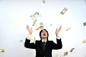「一夜で財産がパー」「一週間で100万」投資経験者の7割が得も......。デッドオアアライブのマネー投資経験談