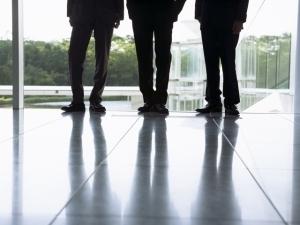 約8割が「将来に不安」。働く若者の行動傾向は?