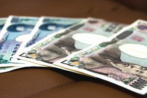 実家暮らしの社会人、家にお金を入れる人は3万円~5万円が相場!?