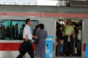 日本の満員電車は世界一? 海外の通勤電車事情比較
