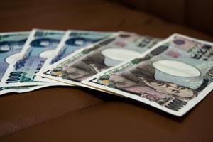 月10万円でも不満!? 若手社会人の自由に使えるお金と満足度調査