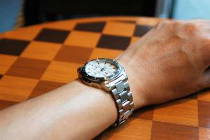 社会人は、職場にいくらの腕時計を着けていってる?