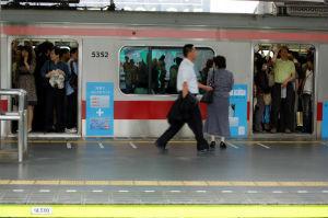 通勤電車での迷惑行為10タイプ