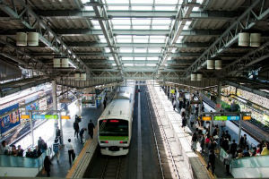 満員電車も快適に!?通勤中のひそかな楽しみ「次の駅で降りる人を当てる」「筋トレ」