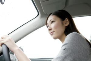 若者は半分以上がAT限定免許。男女の違いはっきり。