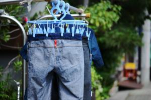 ジーンズの洗濯頻度は?「毎回洗う」人はわずか13%!「色落ちが嫌」「洗うと縮む」