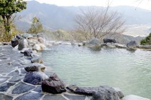 冬に行きたい、好きな温泉地ランキング! 3位湯布院、2位草津、1位は......?