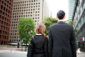 結婚したら共働きしたほうがいい? 社会人の8割近くが「賛成派」その理由は?