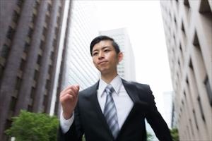 営業に聞いた、「ここ!」というときに着るスーツのこだわり「会社のカラーのネクタイ」「さりげないカフス」