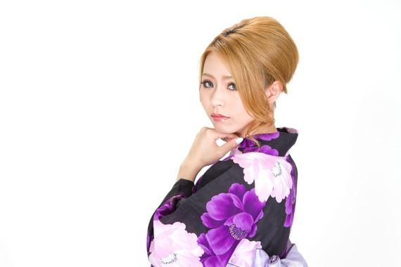 「髪がバサバサ」「よく職質される」イメチェンで世界が変わる「金髪」あるある