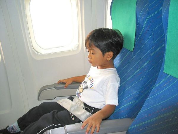 背の高い人に朗報!飛行機のシートが高身長に対応してくれるらしい