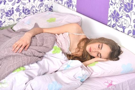 起きたら授業開始時間?!  二度寝で大学の授業をサボったことがある人は3割弱「徹夜でゲーム」「朝まで宅飲み」