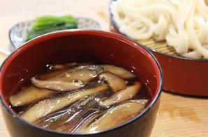 イチオシは具どっさりの「なす汁うどん」―武蔵野うどんの名店、埼玉・北本「元祖 田舎っぺうどん」