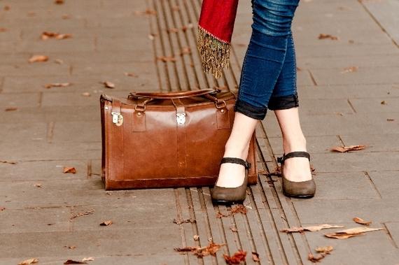 経験者が教える! 女性が「海外ひとり旅」で気をつけるべきこと5選「おしゃれをしない」「親切な人は要注意」