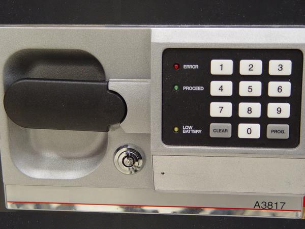 検証:ホテルに備え付けの金庫は安全か?