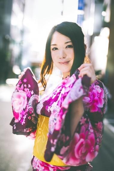 夏祭りは恋愛のチャンス! 色気をアピールできる色っぽい浴衣の帯の締め方