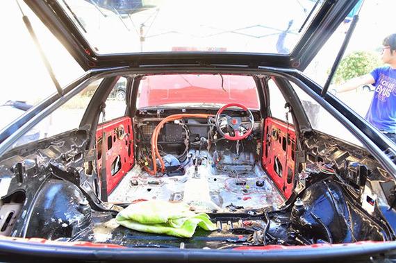 最初は遊びだったのに……すごすぎ! ハチロクを電気自動車に改造しちゃった大学生たち